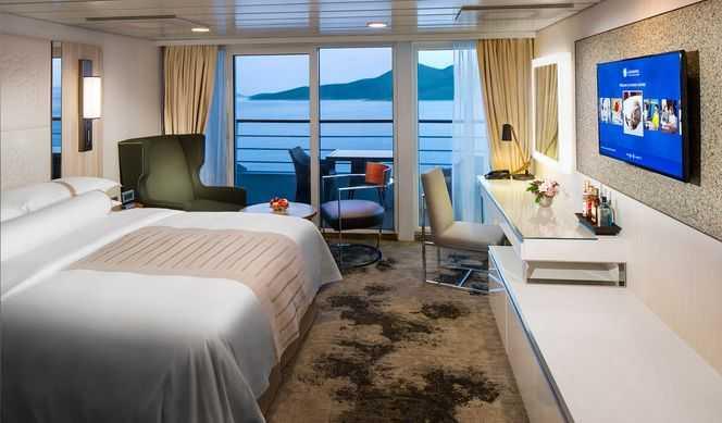 Le suites mesurent environ 25m² avec un balcon de 5.5m². Services additionnels pour les Suites : 4h d'Internet, service de majordome, vin pétillant à l'arrivée, un repas dans un restaurant de spécialité, tea-time en suite, crédit à bord pour certaines Suites.