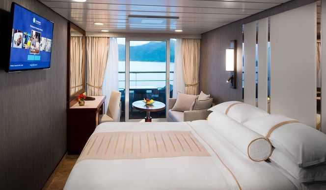 Cabine luxe avec balcon privé, elles ont une superficie de 16m² avec un balcon de 4m². Toutes les cabines offrent un service de valet de chambre, un service en cabine 24/24h et pleins d'autres avantages.
