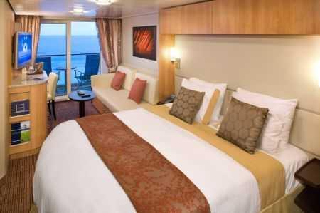 """2 lits séparés convertibles en lit queen size, télévision LCD 32"""", coin salon avec sofa, porte coulissante donnant sur le balcon, salle de bains privée."""