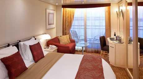 2 lits bas, télévision, salle de bain privée, mini bar, espace salon, balcon privé.