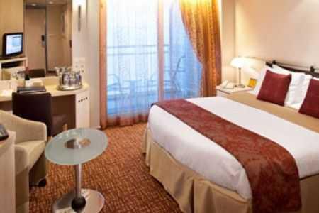 2 lits bas ou 1 grand lit, balcon privé, porte fenêtre, espace salon, salle de bains privée.