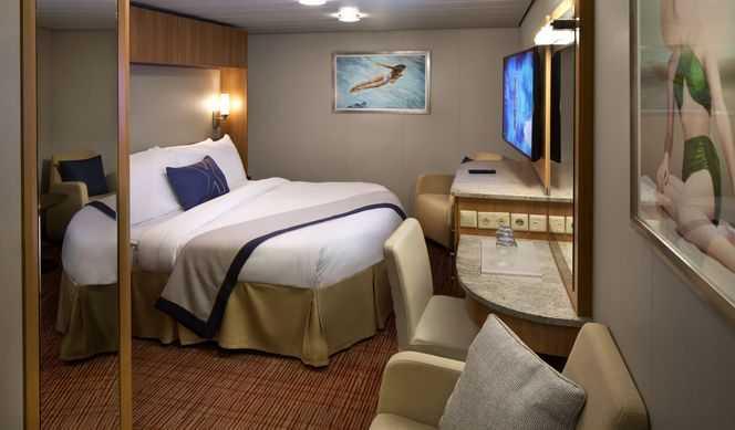 Superficie à partir de 15m², 2 lits séparés convertibles en lit queen size, télévision, petit salon avec sofa.