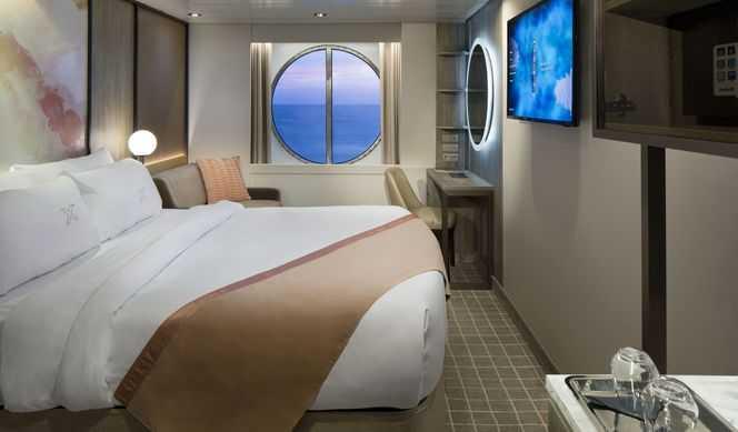 2 lits bas ou 1 grand lit, fenêtre panoramique, télévision, mini-bar, espace salon, salle de bains privée.
