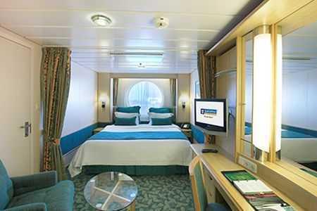 2 lits jumeaux convertibles en lit double and salle de bain privée. TV, climatisation. Environ 18 m².