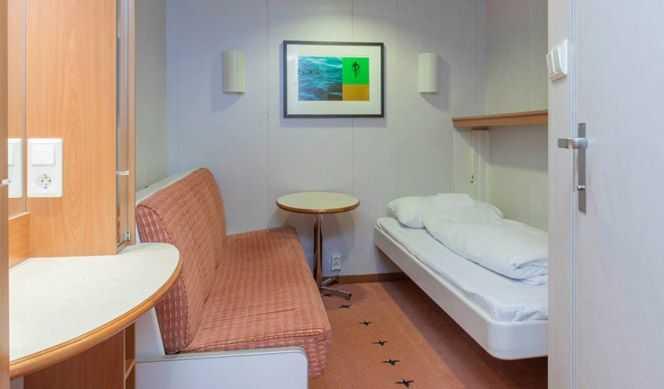 Cabine intérieure. env. 6 – 10 m2. 2 lits (cabine double, certaines peuvent être avec 2 lits superposés) ou 2 lits superposés et 1 lit bas (cabine triple).