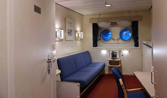 Toutes les cabines comportent une salle de bain avec douche/WC. Elles comportent également des lits séparés (dont l'un se transforme en sofa) ou de lits superposés.