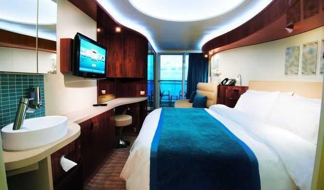 2 lits bas convertible en grand lit, balcon privé, coin salon, téléphone, TV, climatisation, salle de bain avec douche ou baignoire, sèche-cheveux.