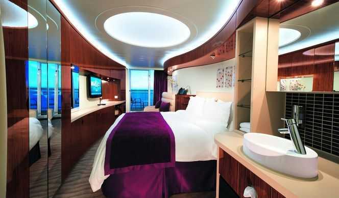 2 lits bas convertible en grand lit, balcon privé, coin salon, téléphone, TV, frigo, climatisation, salle de bain avec douche ou baignoire, sèche-cheveux.