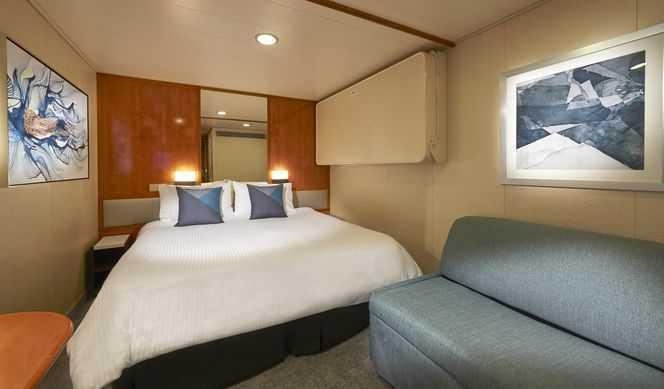 2 lits bas ou un grand lit, télévision, salle de bain privée avec douche, réfrigérateur, coin lecture.