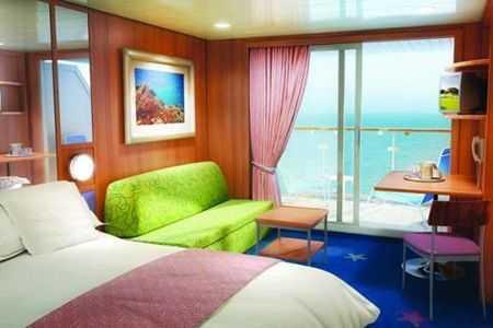 2 lits bas convertibles, coin salon, sofa, balcon privé, salle de bains avec douche, téléphone, TV, climatisation, sèche-cheveux.