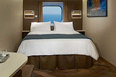 Parfaite pour accueillir une famille allant jusqu'à 5 personnes, ces  cabines offrent 2 petits lits convertibles en un grand lit et trois  autres couchages. La salle de bain est équipée d'une baignoire.