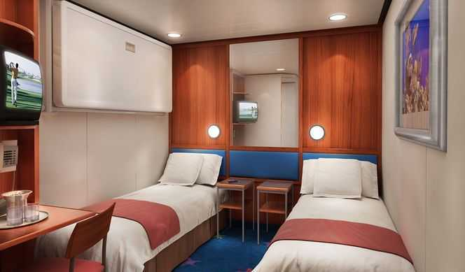 2 lits bas ou 1 lit double, télévision, réfrigérateur, salle de bain avec douche, coin lecture. ( 13 m² )