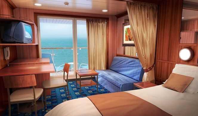 2 lits bas, coin salon avec lit sofa, salle de bain avec bain et douche, balcon privé, télévision, climatisation, téléphone, réfrigérateur.