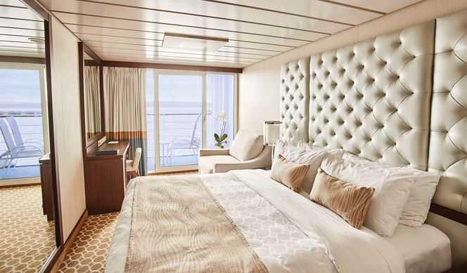 Equipée de deux lits bas convertibles en un lit double, d'une salle de bain avec douche. Compter entre 19m² et 23 m² suivant les navires.