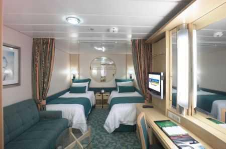 2 lits jumeaux convertibles en lit double and salle de bain privée. TV, climatisation. Environ 14 m².