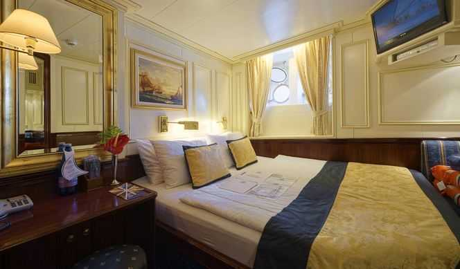 lit double ou jumeaux, salle de bain avec douche , air conditionné, coffre fort. (11-14 m²)
