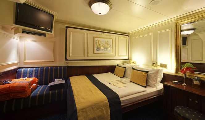 lit double ou 3 lits, salle de bain avec douche, air conditionné, coffre fort. (11 m²)