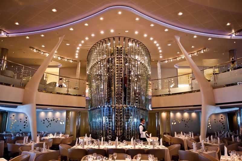 Restaurant principal, Buffet, 7 Restaurants de spécialités (parfois avec suppléments), Œnothèque, 11 Bars, Glacier...