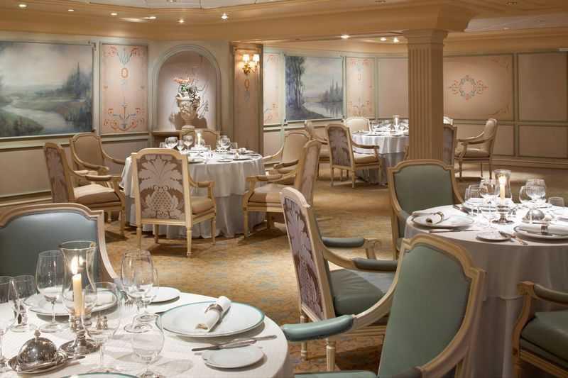 Restaurant principal, 7 Restaurants de spécialités (parfois avec suppléments), Œnothèque, 7 Bars, Glacier, Brasserie...