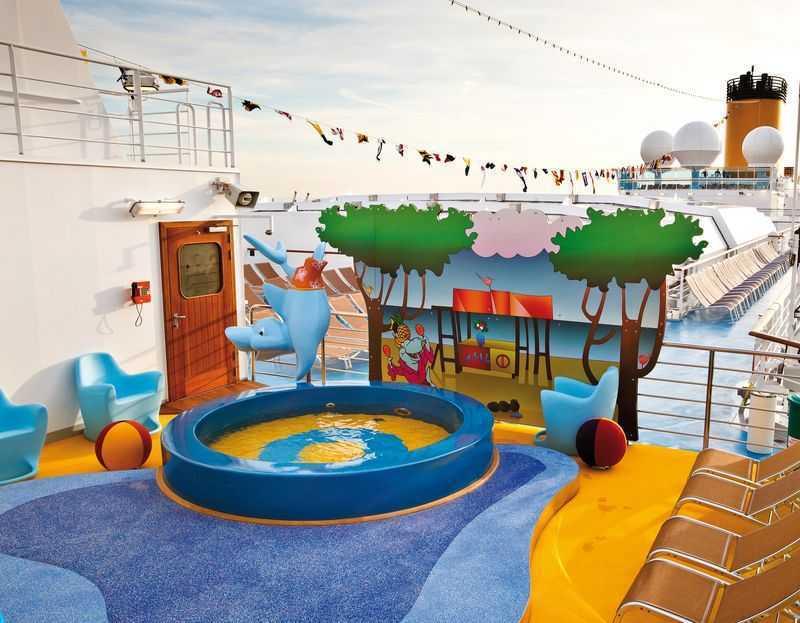 Aire de jeux en plein air, Club enfants, Espace ados... Le Costa Deliziosa est un navire qui a été construit pour répondre aux besoins de ceux qui voyagent en famille. Les adolescents qui sont les bienvenus au Teen Zone et les enfants de 3-11 ans au Squok Club bénéficient de divers équipements de qualité pour se divertir pendant le voyage à bord de ce bateau de croisière. Ceux du Squok Club ont à leur disposition un espace de jeu plein air pour la pratique d'une diversité d'activités.