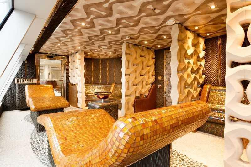 Des espaces de bien-être sont également mis à la disposition des passagers du Costa Diadema. Vous aurez accès au Spa, au Hammam, à la Thassalo et également à une salle de fitness. Tous ces équipements transformeront votre séjour à bord en une véritable cure de remise en forme. Pour l'esthétique à proprement parler, un salon de coiffure et de beauté seront à votre disposition pour soigner votre look aussi bien que votre forme.