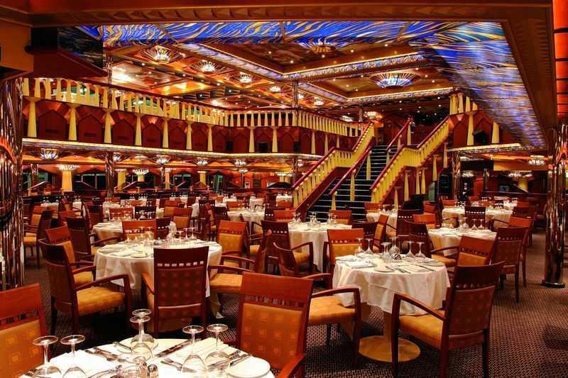Restaurant principal, Buffet, 11 Bars,  Caféteria,  4 Restaurants de spécialités (certains avec supplément)