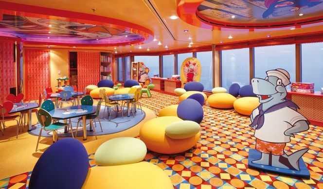 Club enfants, Espace ados, Mini-club... Les enfants sont les bienvenues dans le navire. D'ailleurs, ils voyagent gratuitement lorsqu'ils sont logés dans la cabine de ses parents. Pour enthousiasmer les enfants, ces derniers sont répartis dans le club en fonction de leurs âges : Le Squok Club pour les tout petits et le Teen Zone pour les adolescents. Des ateliers et des jeux sont organisés par des animateurs durant les vacances scolaires. Le club comprend une air de jeu, une salle de jeux vidéos et un espace pour les jeux de société.
