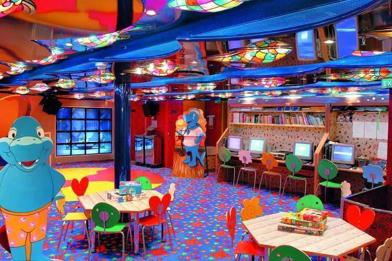Club enfants,  Espace ados,  Mini-club... Le Costa Mediterranea est un navire de rêve pour passer des vacances en famille réussies et inoubliables. A l'arrière du paquebot, vous pourrez prendre un bon bain de soleil ou essayer la descente en toboggan au club aquatique avec les enfants. Une sympathique équipe d'animation attend les plus petits au Squok Club avec de nombreux divertissements. Le navire est doté d'aires de jeux en plein air pour l'amusement des petits et des plus grands. Des activités dans quatre clubs d'âges différents jusqu'à 18 ans ont lieu toute l'année. Le séjour est offert pour les mineurs voyageant dans la cabine de leurs parents ou grands-parents.