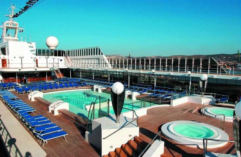 2 Piscines,  2 Bains à remous,  Piste de jogging,  Mini Golf,  Salle de sport,   Terrain multisports, Espace Monde virtuel,  Lounge,  Salle de jeux...