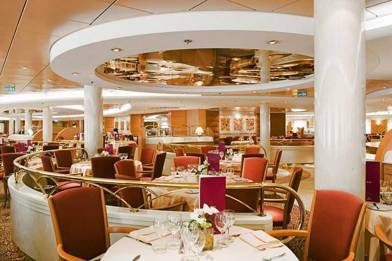 Restaurant principal, Buffet, 8 Bars,  3 Restaurants de spécialités (certains avec supplément)
