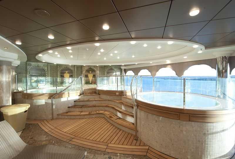 Acupuncture,  Réfléxologie, Solarium,  Massage,  Coach personnel,  Sauna,  Hammam,  Salle de fitness,  piscine de thalasso thérapie,  Salon de beauté,  Coiffeur...  Le centre de bien-être du MSC Magnifica est l'endroit idéal pour vous ressourcer d'une manière optimale pendant votre voyage. Vous y trouverez des saunas et des hammams et il vous sera aussi possible de parfaire votre bronzage dans les cabines UV du bateau. Plusieurs soins beauté sont également proposés à bord. Entre un massage, un gommage du corps, une manucure ou encore une coiffure, vous n'aurez que l'embarras du choix ! Enfin, pour profiter de la chaleur du soleil, prenez place dans un fauteuil du solarium du bateau !