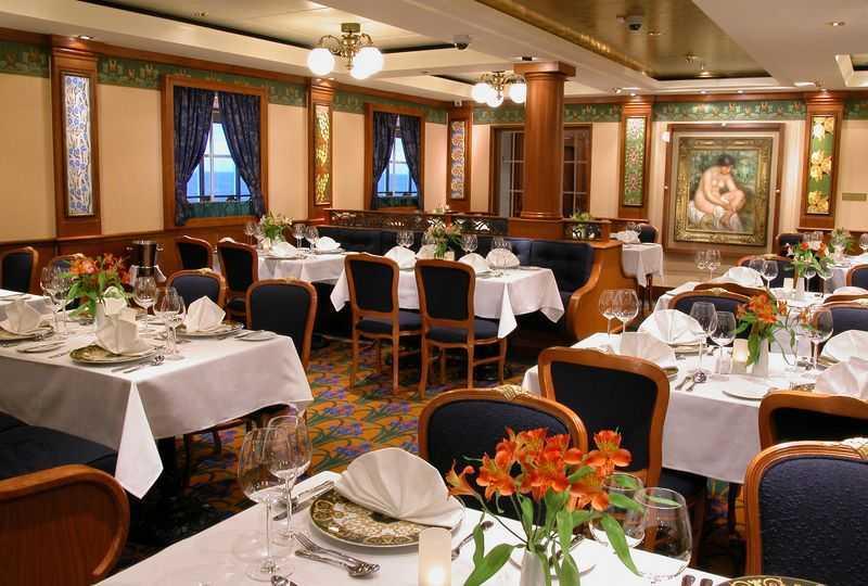 Restaurant principal,  10 Restaurants de spécialités (parfois avec suppléments),  9 Bars,  Brasserie,  Bar à cigares...