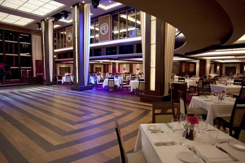 Restaurant principal, 12 Restaurants de spécialités (parfois avec suppléments), Œnothèque, 10 Bars, Bar à cigares...