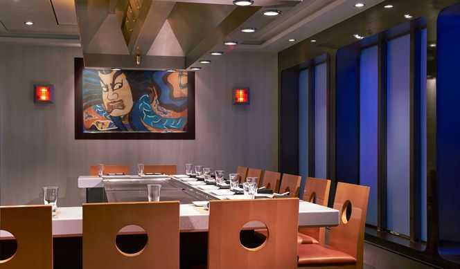 Restaurant principal,  8 Restaurants de spécialités (parfois avec suppléments),  Œnothèque,  9 Bars,  Boulangerie/Pâtisserie,  Brasserie...