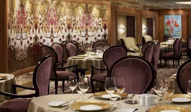 25 options de restaurationdont le Restaurant principal, Buffet, 10 Restaurants de spécialités (certains avec supplément), 11 Bars, Cafétéria, Glacier...