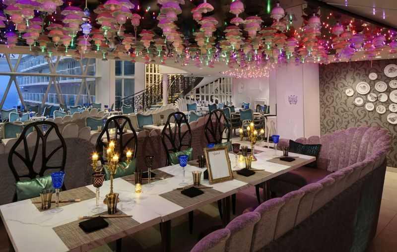 Restaurant principal, Buffet, 7 Restaurants de spécialités (parfois avec suppléments), Œnothèque, 7 Bars, Cafétéria...