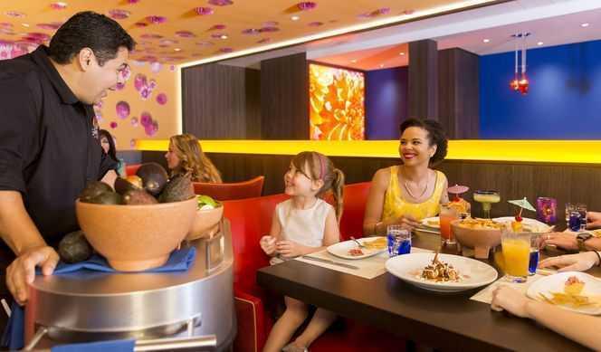 Restaurant principal, Buffet, 5 Restaurants de spécialités, (parfois avec suppléments), Œnothèque, 16 Bars, Cafétéria, Glacier, Bar à cigares...