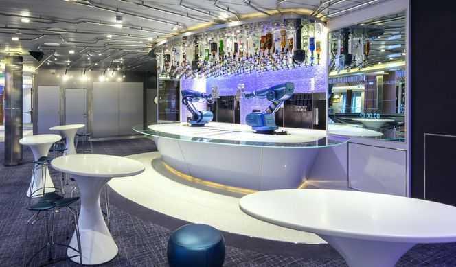 Restaurant principal, Buffet, 5 Restaurants de spécialités (parfois avec suppléments), 5 Bars...