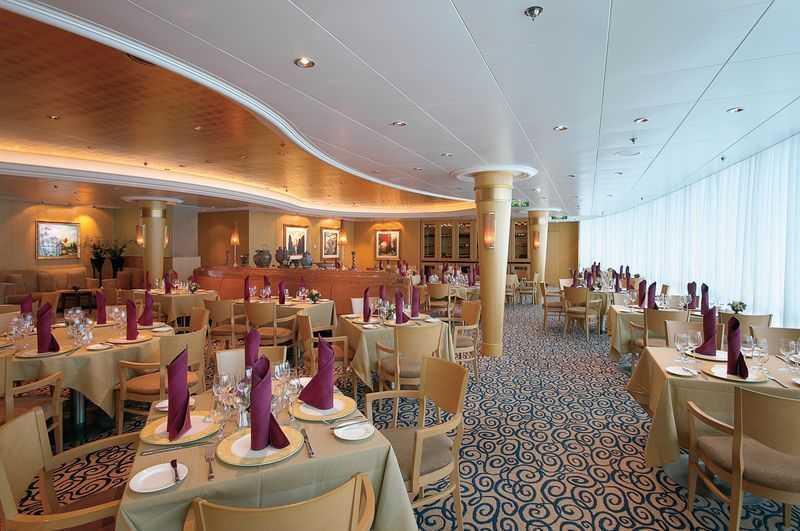 Restaurant principal, Buffet, 9 Restaurants de spécialités, (parfois avec suppléments), 16 Bars, Cafétéria, Glacier, Bar à cigares...