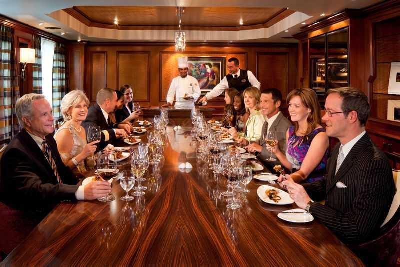 Restaurant principal, Buffet, 8 Restaurants de spécialités (parfois avec suppléments), 14 Bars , Cafétéria, Glacier...