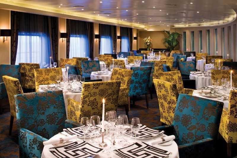 Restaurant principal,  Buffet,  3 Restaurants de spécialités (parfois avec suppléments),  5 Bars,  Bar à cigares...