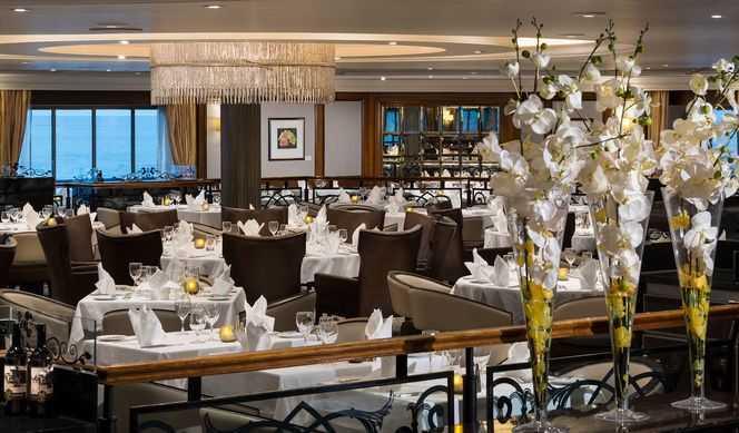 Restaurant principal, Buffet, 2 Restaurants de spécialités (parfois avec suppléments), 1 Restaurant snack, 4 bars et salons...