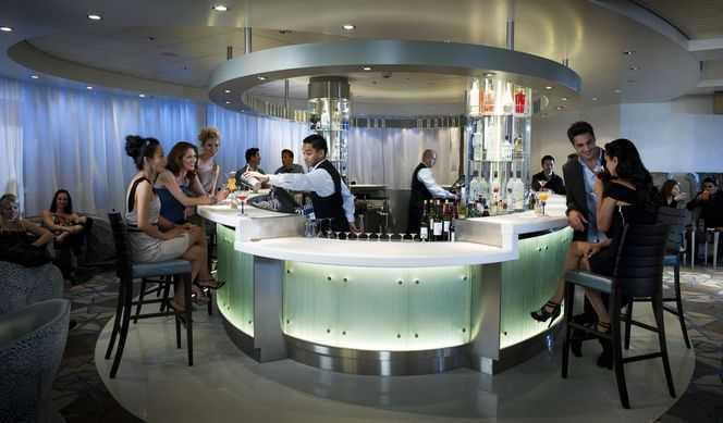 Restaurant principal, 5 Restaurants de spécialités (parfois avec suppléments), Œnothèque, 7 Bars, Glacier, Brasserie...