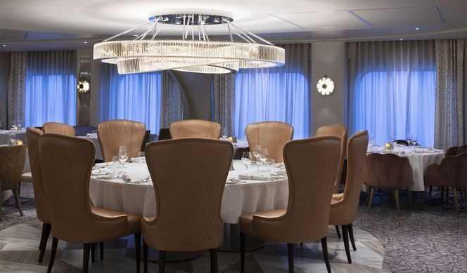 13 restaurants, cafés, bars et salons exclusifs dont 4 restaurants principaux, 6 restaurants de spécialités (supplément tarifaire), 1 restaurant réservé aux passagers AquaClass, 1 restaurant réservé aux passagers des suites, 11 bars et lounges...