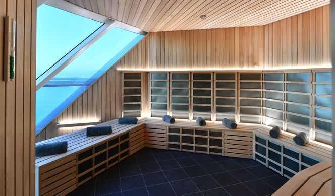 Spa, Piscine, Bains à remous, Solarium (réservé aux adultes), Salon de coiffure, Centre de remise en forme...