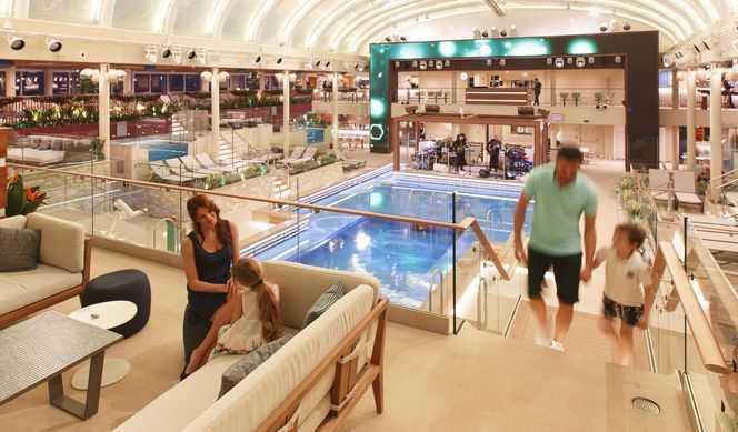 4 piscines dont une couverte et un pont piscine privé, un parc aquatique équipé de toboggans, un terrain multisports...