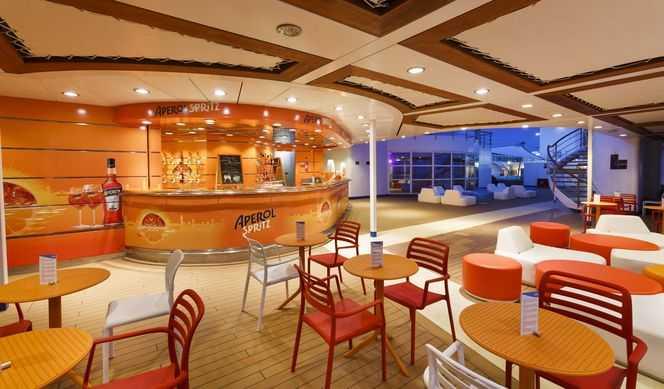 Restaurant principal, Buffet, 5 Bars, 3 Restaurants de spécialités...