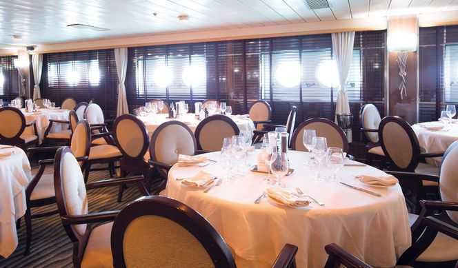 Restaurant parincipal qui propose une cuisine internationale, Salons/bars, Restaurant-grill...