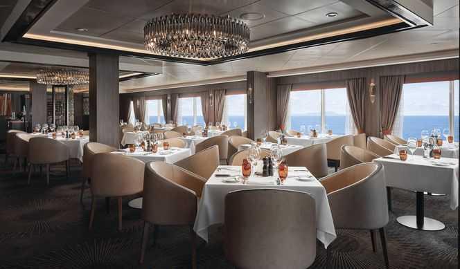10 salles de restauration dont le restaurant principal et les restaurants de spécialités (parfois avec suppléments), 9 bars et salons...