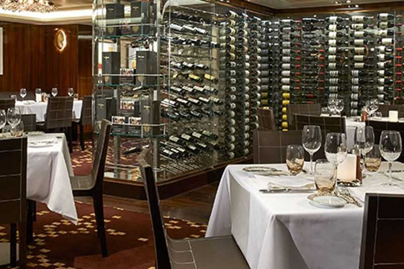 Restaurant principal,  Buffet à volonté,  Plus de 25 expériences gastronomiques,  Restaurants de spécialités (parfois avec suppléments),  21 bars et salons,  Bar à vin...